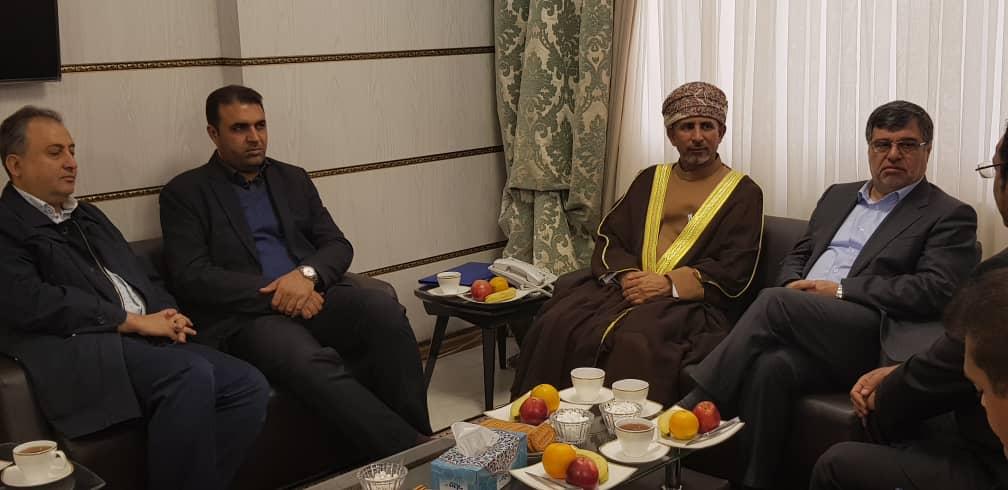 نشست استاندار هرمزگان، رئیس سازمان صنعت، معدن و تجارت هرمزگان، رئیس اتاق بازرگانی، صنایع و کشاورزی بندرعباس و جمعی از مدیران بخش خصوصی با والی مسندم کشور عمان